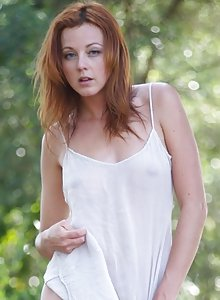 All-natural redhead stunner Elen Moore posing nude out in a field