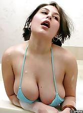 Catalina in a bubble bath